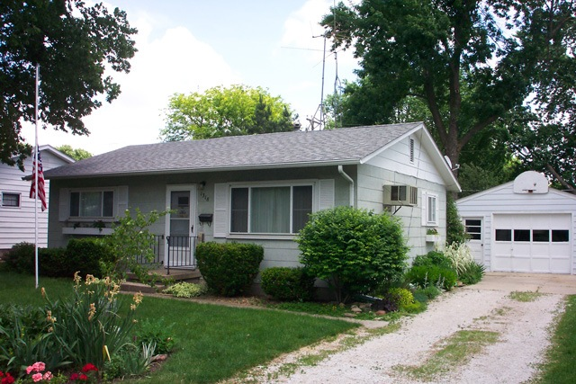 Gutter Protection Des Moines Ia Seamless Gutters